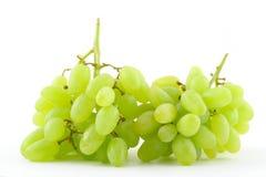 Raisins verts sur le blanc Image libre de droits