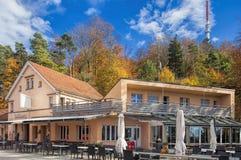 Raiway驻地和餐馆在Mt上面  Uetliberg 库存图片