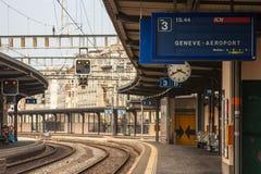 Raiway till Genèveflygplatsen fotografering för bildbyråer