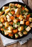 Raiz de aipo e close-up cozidos das cenouras em uma placa Parte superior vertical Fotografia de Stock Royalty Free