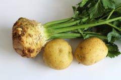 Raiz de aipo emparelhada com as batatas Imagem de Stock Royalty Free