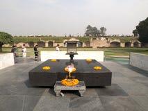 Raj Ghat - Mahatma Gandhi火葬场站点。 免版税库存图片
