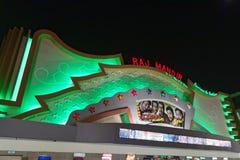 Raj Mandir Cinema por noche imagen de archivo libre de regalías