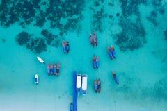 Raj wyspy kryształ - jasny morze, Błękitny, palmy, na fyre fotografia stock