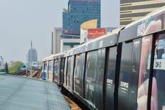 Rajadamri i Bangkok, Thailand: Januari 29, 2017 tunnelbanastationen BTS arkivfoton