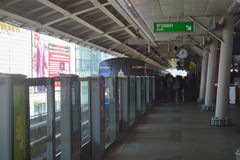 Rajadamri i Bangkok, Thailand: Januari 29, 2017 tunnelbanastationen BTS arkivbild