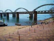 Rajamundry-Schiene mit Straßenbrücke-cc$ii Lizenzfreies Stockbild