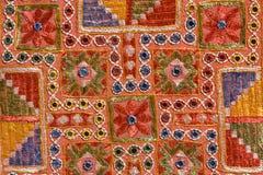 Rajasthani印地安补缀品糊壁花布 库存照片