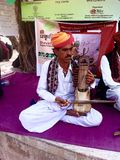 A rajasthani folk musician plays a seventeen-string musical instrument called kam.aicha Royalty Free Stock Photos