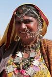 Rajasthani kobieta ubierająca up w tradycyjnym kostiumu Obrazy Royalty Free