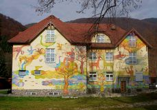 Rajecke Teplice- 15. November: Gemaltes Haus im Badekurort Rajecke Teplice Stockfoto