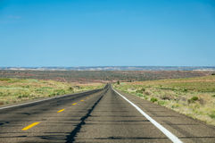 Rak väg i Arizona Arkivbilder