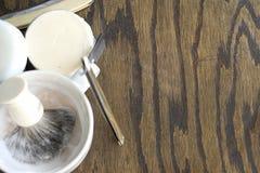 Raka rakknivar med rånar och lagar mat med grädde Fotografering för Bildbyråer