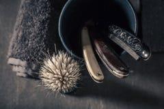 Raka Set för tappning Skarp rakkniv, tvål och borste Royaltyfri Foto