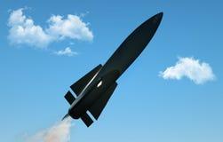 Raket i flykten på bakgrund för blå himmel Militär missil i flykten mot himlen stridsdel atombomb, kemikalie royaltyfri illustrationer