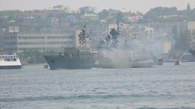 Raketaanval onderzees vijandelijk oorlogsschip stock video