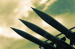 Raketen auf Himmel stockfotos
