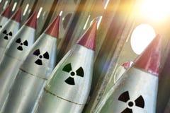 Raketen mit Gefechtsköpfen sind bereit gestartet zu werden stockbilder