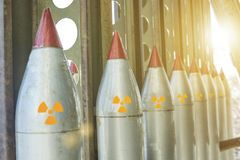 Raketen werden aufwärts, Massenvernichtungswaffen verwiesen lizenzfreies stockfoto