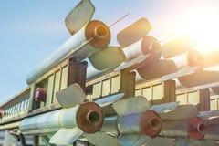 Raketen werden aufwärts, Massenvernichtungswaffen verwiesen lizenzfreie stockfotografie
