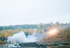 Raketenstart durch TOS-1A System lizenzfreies stockfoto