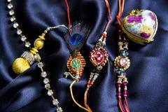 Rakhi feito a mão original no pano de seda foto de stock royalty free