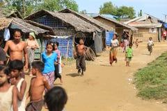 RAKHINE stan MYANMAR, LISTOPAD, - 05: Setki Muzułmański Rohingya cierpią surowego niedożywianie w zatłoczonych obozie Zdjęcia Stock
