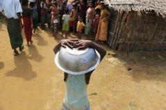 RAKHINE stan MYANMAR, LISTOPAD, - 05: Setki Muzułmański Rohingya cierpią surowego niedożywianie w zatłoczonych obozie w Myanm Zdjęcie Stock