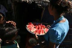 RAKHINE-ZUSTAND, MYANMAR - 5. NOVEMBER: Hunderte von den Moslems Rohingya erleiden schwere Unterernährung in überfüllten Lagern Stockbilder