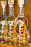 Rakia瓶在专业市场, Kopaonok,塞尔维亚上 免版税库存图片