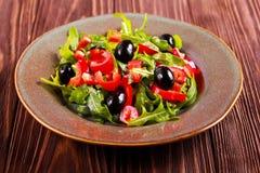 Rakiety, pieprzu i oliwki sałatka, Fotografia Stock