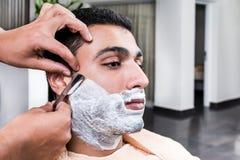 Rakningen på barberaren shoppar Royaltyfri Bild