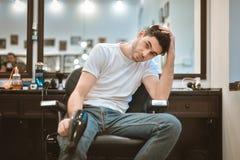 Rakningskägg i barbercos Arkivfoton
