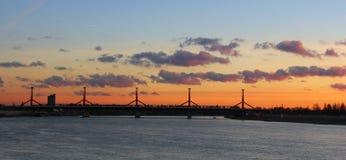 Rakoczi bro i Budapest på skymning Royaltyfri Foto