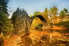 Rakotz桥梁Rakotzbrucke,恶魔` s桥梁在Kromlau,德国 免版税库存照片