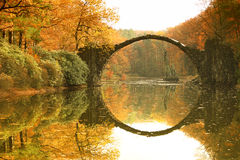 Rakotz桥梁Rakotzbrucke,恶魔` s桥梁在Kromlau,萨克森 库存图片