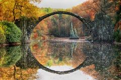 Rakotz bro Rakotzbrucke, bro för jäkel` s i Kromlau, Sachsen, Arkivbild