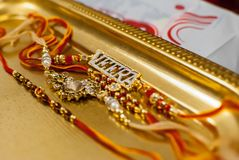 Rakshabandan Raakhi com ornamento de Veera fotos de stock royalty free