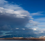 Rakshas Tal Lake (Tib. Langa Tso) i västra Tibet, 4515 M. Royaltyfri Fotografi