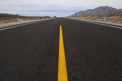 rakt försvinna för avståndsväg Arkivfoton