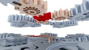 Rakt till långsam flyttning för vänster kamera av mellan många röda och kopparkugghjul för silver