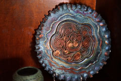 Raku lerakrukmakeri är personifierad brand Royaltyfri Bild