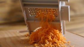 Ralador da cenoura do corte video estoque
