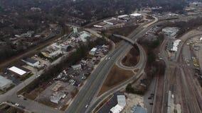 Raleigh NC är det flyg- videopd surret fortfarande - trafik flyttar sig stock video