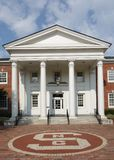 RALEIGH, NC/USA - 8-14-2018: Логотип государственного университета NC в fron Стоковая Фотография RF