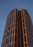 RALEIGH, NC/USA - 10-30-2018: Construção de Wells Fargo Bank em Raleigh do centro, NC fotografia de stock