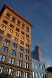 RALEIGH NC/USA - 10-30-2018: Nya och gamla byggnader på skymning i gör arkivfoto