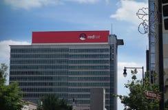 RALEIGH NC/USA - 10-14-2015: Red Hat högkvarter som in bygger gör Royaltyfria Foton