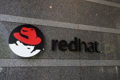 RALEIGH, NC/USA - 5-14-2015: Red Hat hat Gebäudes in Dow Stockfoto