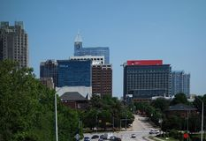 RALEIGH, NC/USA - 5-11-2018: Vista de Raleigh do centro, NC, lookin Imagem de Stock Royalty Free